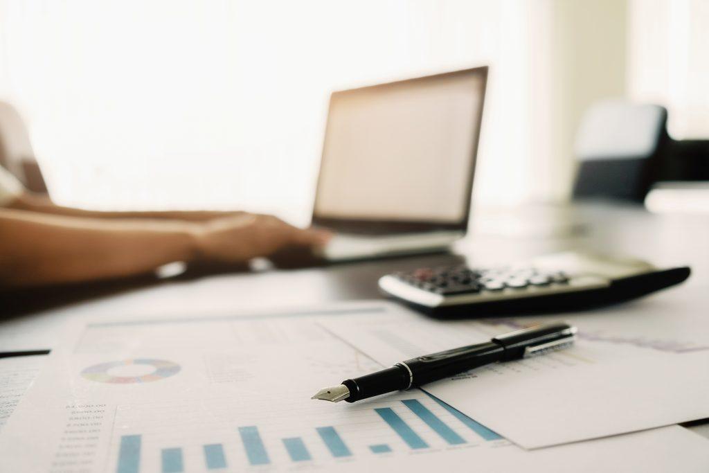 Zgodność z regulacjami, wzrost wskaźników ekonomicznych firmy, innowacyjność - osiągniesz to dzięki wprowadzeniu API i sprawnego zarządzania nimi.